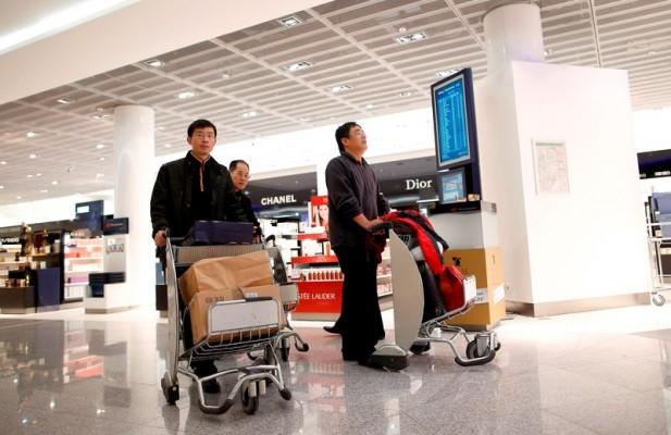 PREMIER REPLI DES ACHATS EFFECTUÉS PAR LES TOURISTES CHINOIS DANS LE LUXE